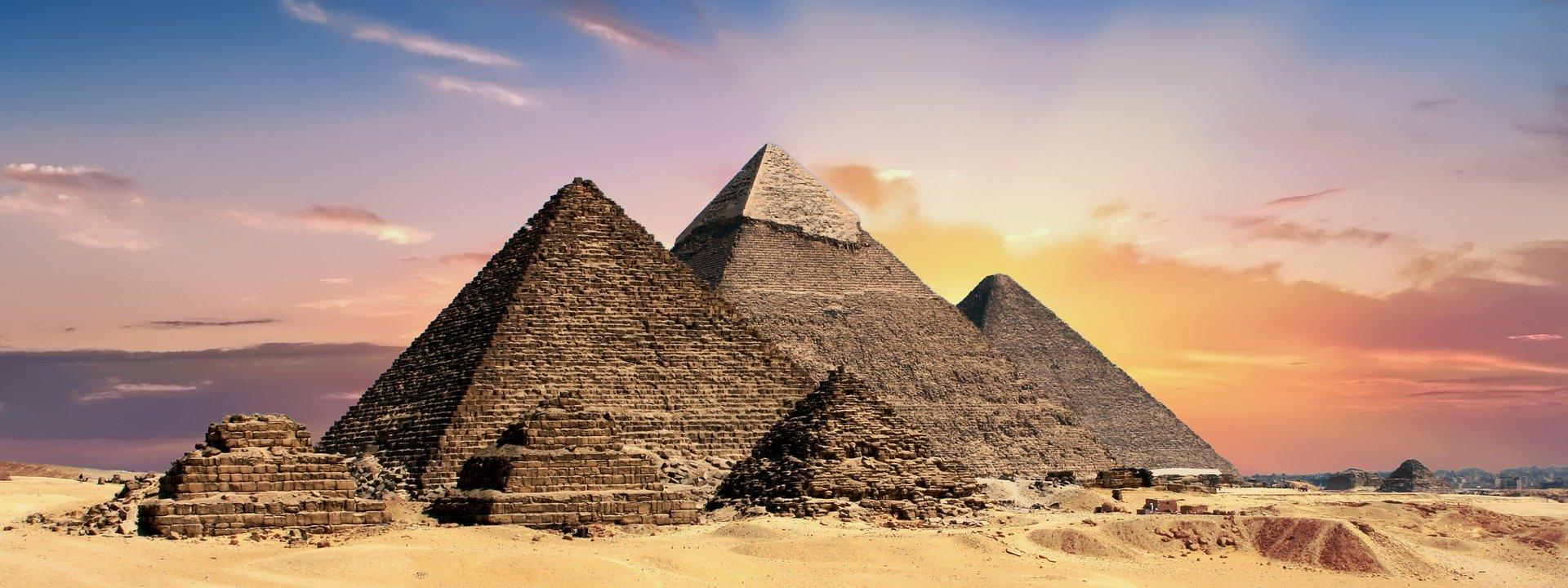 pyramids-2371501_1920